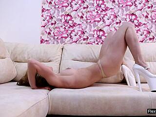 Babes nude flexible Flexible Pics